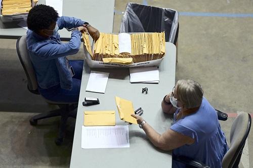 Mỹ: Phát hiện 126 chiếc vali chứa phiếu bầu chưa kiểm đếm tại quần đảo Puerto Rico - Ảnh 1