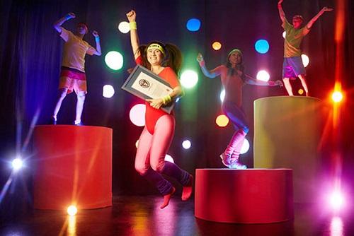 Nữ giáo viên Mỹ giành tới 13 kỷ lục Guiness, giảm 34kg nhờ chơi game điện tử vận động - Ảnh 2