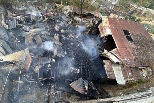 Đà Lạt: Hỏa hoạn kinh hoàng thiêu rụi cả xưởng gỗ và 3 phòng trọ - Ảnh 1