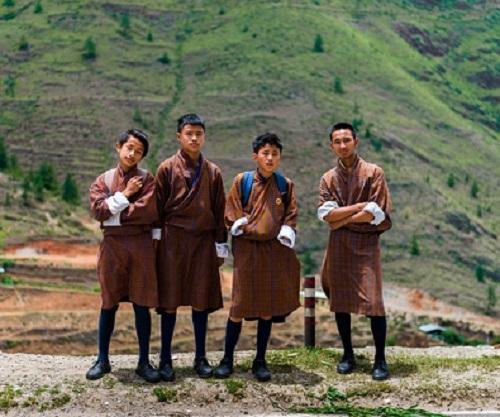 Ngắm nhìn đồng phục của nam sinh trên thế giới: Thiết kế đa dạng, có nơi còn mặc váy - Ảnh 8