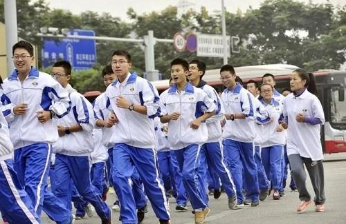 Ngắm nhìn đồng phục của nam sinh trên thế giới: Thiết kế đa dạng, có nơi còn mặc váy - Ảnh 10