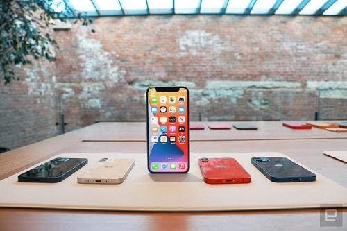 Cận cảnh bộ đôi iPhone 12 mini, iPhone 12 Pro Max: Kích thước đối lập, thiết kế tinh tế từng chi tiết - Ảnh 1