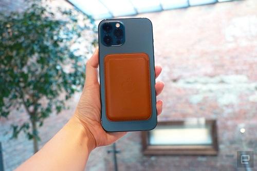 Cận cảnh bộ đôi iPhone 12 mini, iPhone 12 Pro Max: Kích thước đối lập, thiết kế tinh tế từng chi tiết - Ảnh 8