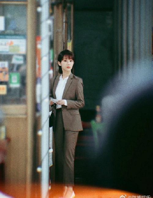 """""""Rụng tim"""" trước loạt ảnh hậu trường phim mới của Dương Tử: Nhan sắc """"lên hương"""", thần thái ngút ngàn - Ảnh 1"""