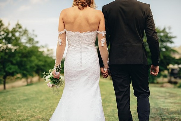 Yêu nhau 8 năm vẫn không chịu cưới, chàng trai bị cô gái lôi thẳng ra tòa - Ảnh 1