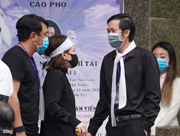 Rớt nước mắt chứng kiến cảnh linh cữu cố nghệ sĩ Chí Tài được đưa ra sân bay sang Mỹ - Ảnh 1