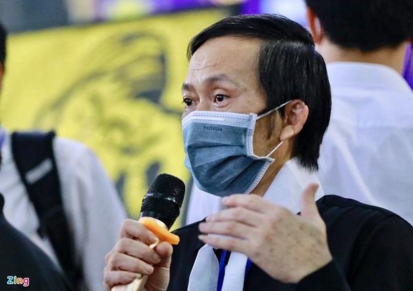 Rớt nước mắt chứng kiến cảnh linh cữu cố nghệ sĩ Chí Tài được đưa ra sân bay sang Mỹ - Ảnh 2