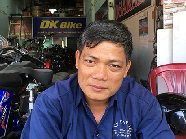 Cảm phục người thợ sửa xe 15 năm miệt mài cứu hàng trăm người gặp tai nạn giao thông - Ảnh 1