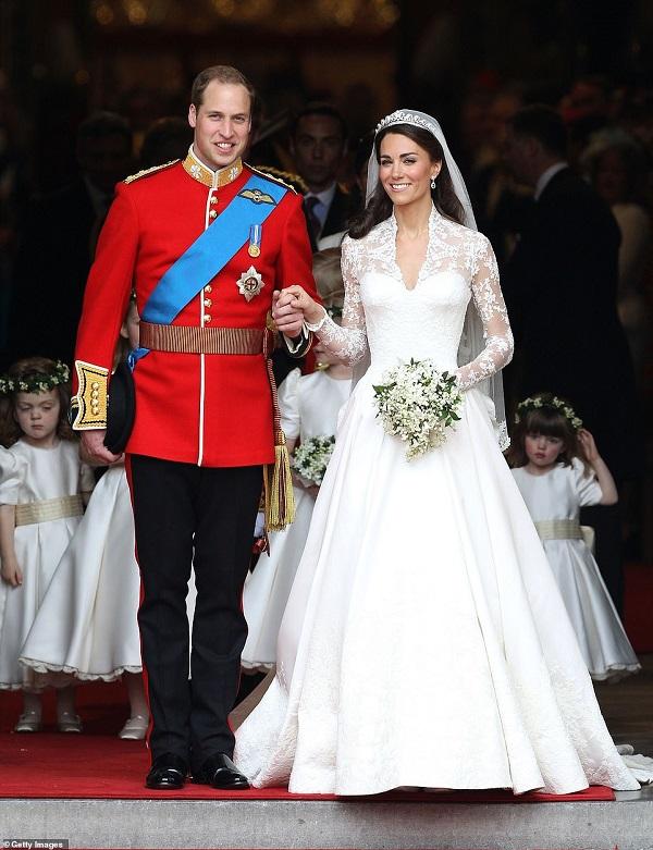 """9 bức ảnh gây bão của hoàng gia Anh: Gia đình Công nương Kate """"phủ sóng"""" - Ảnh 7"""