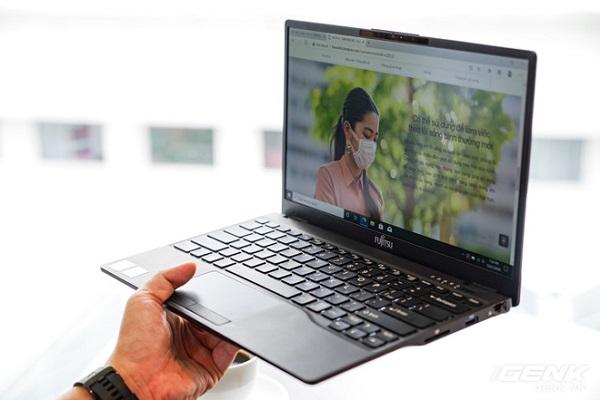 Tin tức công nghệ mới nóng nhất hôm nay 23/12: Fujitsu ra mắt laptop nhẹ nhất Việt Nam - Ảnh 1