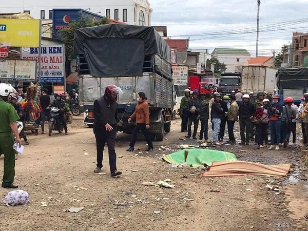 Hiện trường vụ tai nạn liên hoàn ở Lâm Đồng, 2 ngưởi tử vong tại chỗ - Ảnh 1