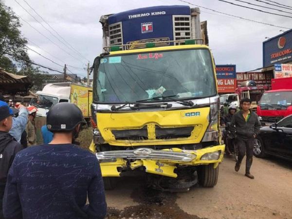 Hiện trường vụ tai nạn liên hoàn ở Lâm Đồng, 2 ngưởi tử vong tại chỗ - Ảnh 2