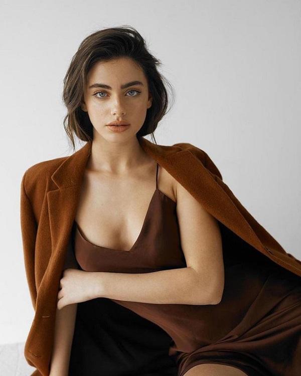 """""""Ngây ngất"""" trước vẻ đẹp hoàn hảo của mẫu nữ 19 tuổi sở hữu gương mặt đẹp nhất thế giới 2020 - Ảnh 1"""