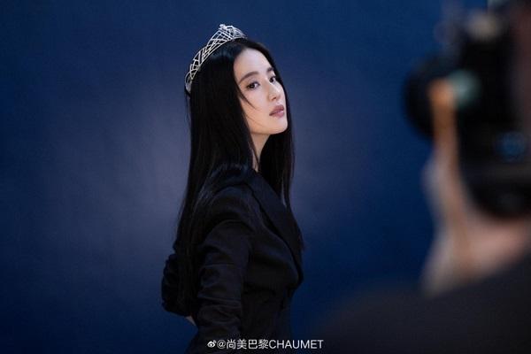 """Lưu Diệc Phi tái xuất với loạt ảnh mới, nhan sắc đỉnh cao xứng danh """"thần tiên tỷ tỷ"""" - Ảnh 3"""