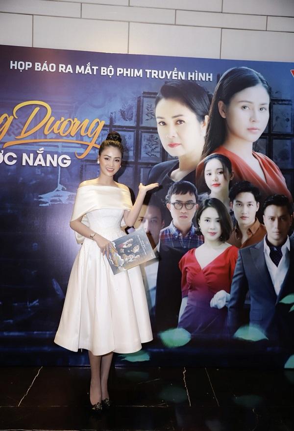 """""""Ngây ngất"""" trước nhan sắc đỉnh cao của Lương Thu Trang trong họp báo phim Hướng Dương Ngược Nắng - Ảnh 11"""