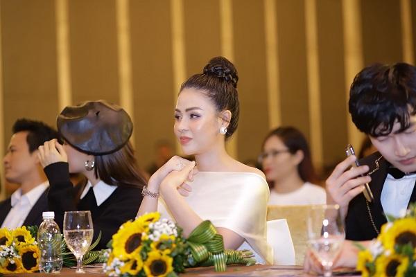 """""""Ngây ngất"""" trước nhan sắc đỉnh cao của Lương Thu Trang trong họp báo phim Hướng Dương Ngược Nắng - Ảnh 3"""