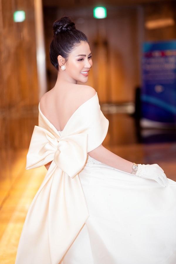 """""""Ngây ngất"""" trước nhan sắc đỉnh cao của Lương Thu Trang trong họp báo phim Hướng Dương Ngược Nắng - Ảnh 7"""