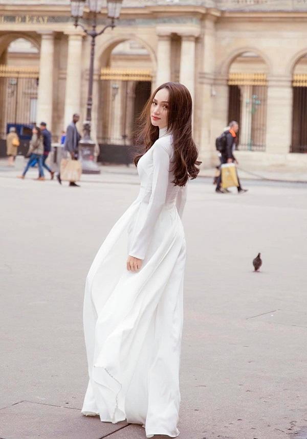 Fan Việt nức lòng trước bộ ảnh áo dài trắng tại kinh đô thời trang Paris của Hoa hậu Hương Giang - Ảnh 1