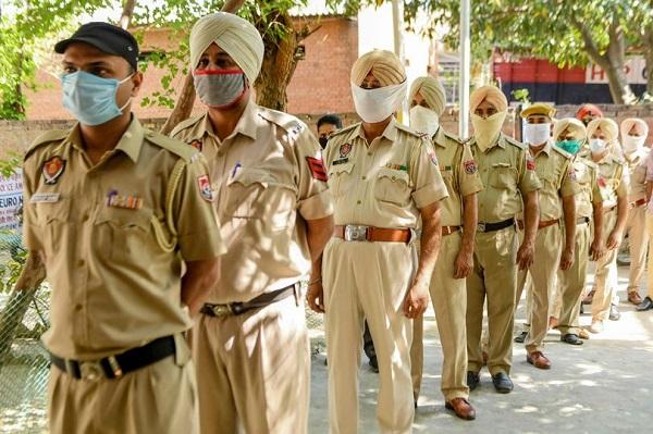 Xót xa bé gái Ấn Độ 13 tuổi bị cưỡng hiếp rồi sát hại, thi thể bị vứt ở cánh đồng mía - Ảnh 1