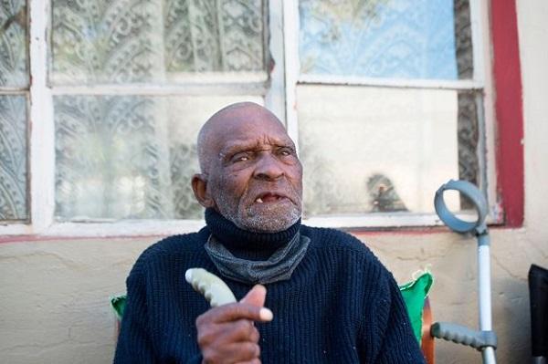 Người đàn ông già nhất thế giới qua đời ở tuổi 116 - Ảnh 1