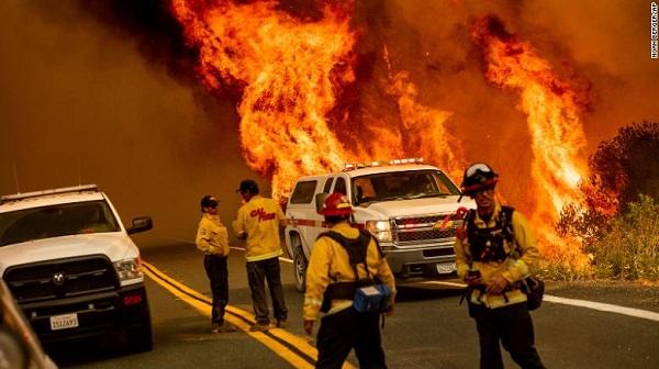 Hy hữu: Lính cứu hỏa bị mất cắp khi đang chữa cháy tại California - Ảnh 2