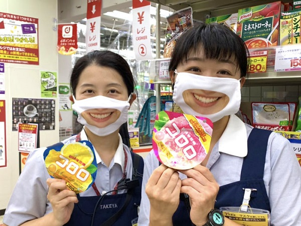Nhân viên cửa hàng giảm giá ở Nhật Bản gây ấn tượng mạnh nhờ đeo khẩu trang mặt cười  - Ảnh 2