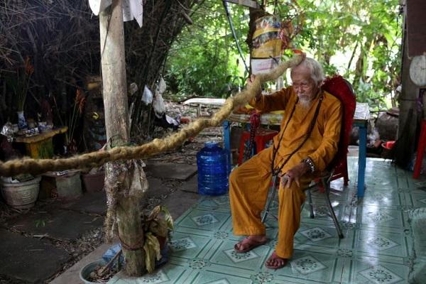 Cụ ông Việt Nam lên báo nước ngoài vì sở hữu bộ tóc dài 5m - Ảnh 1
