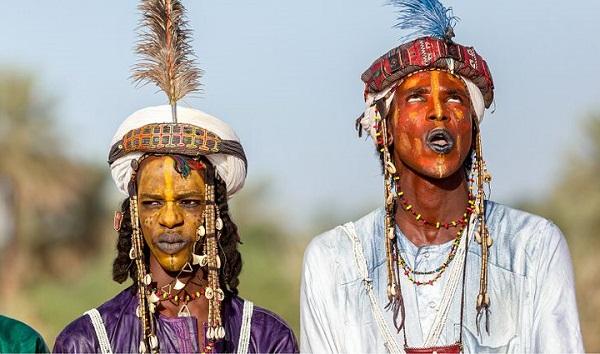 Lạ kỳ bộ lac Châu Phi tôn sùng cái đẹp, tự cho mình là người đẹp nhất hành tinh - Ảnh 1