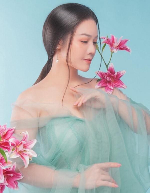 """Giữa ồn ào với Hồ Gia Hùng, Nhật Kim Anh """"nối gót"""" Titi (HKT) """"nhá hàng"""" sản phẩm mới - Ảnh 1"""
