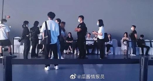Phớt lờ nhau tại sự kiện, Dương Mịch – Đường Yên khiến fan tiếc nuối vì tình bạn đẹp một thời - Ảnh 2