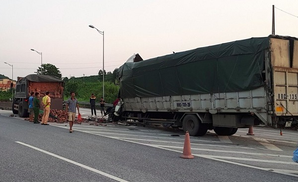 Va chạm kinh hoàng trên cao tốc Nội Bài – Lào Cai,một tài xế tử vong - Ảnh 1