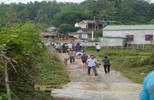 3 học sinh tiểu học ở Nghệ An rơi xuống khe suối tử vong - Ảnh 1