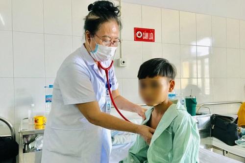 """Chữa bệnh bằng cách """"cúng ma"""", bé 11 tuổi rơi vào tình trạng nguy kịch - Ảnh 1"""