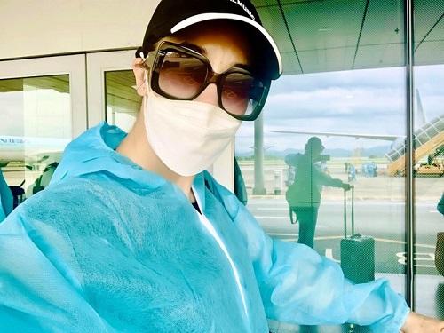 Ca sĩ Thu Phương về nước trên chuyến bay cứu hộ, tự cách ly ở Vân Đồn - Ảnh 1