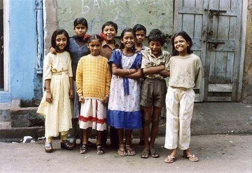 """Những đứa trẻ ở khu phố đèn đỏ lớn nhất Châu Á: Sống như một """"cái bóng"""", tương lai mù mịt - Ảnh 1"""