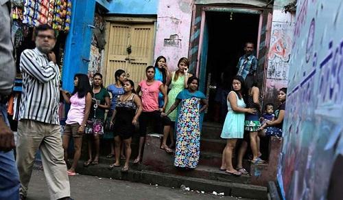 """Những đứa trẻ ở khu phố đèn đỏ lớn nhất Châu Á: Sống như một """"cái bóng"""", tương lai mù mịt - Ảnh 2"""