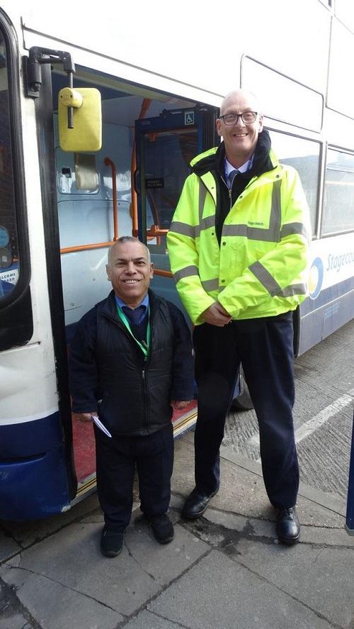 Sở hữu chiều cao 1m36, người đàn ông Iraq trở thành tài xế xe buýt lùn nhất thế giới - Ảnh 2