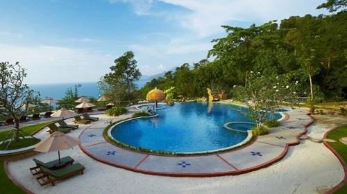 Đăng bài chê trách khu nghỉ dưỡng Thái Lan, du khách người Mỹ bị kiện ra tòa, đối mặt 2 năm tù - Ảnh 1