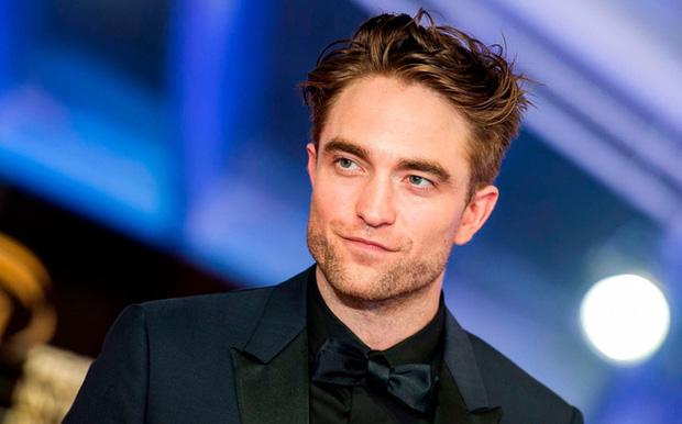 """Nam diễn viên Robert Pattinson dương tính với COVID-19, """"The Batman"""" tiếp tục hoãn sản xuất - Ảnh 1"""