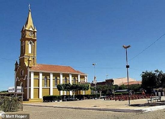 Mưa thiên thạch rơi xuống thị trấn nghèo của Brazil, nhặt được một viên cũng đủ để đổi đời - Ảnh 2