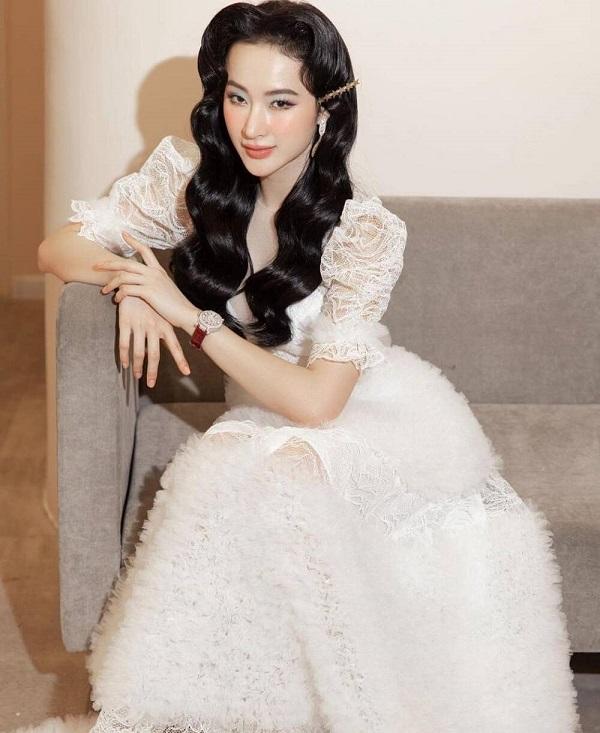 """Angela Phương Trinh hóa quý cô đài các, """"đốn tim"""" dân mạng với vẻ đẹp thoát tục trong váy trắng kiêu sa - Ảnh 2"""