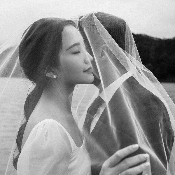 """Tự mình khoe thiệp cưới nhưng nhất quyết không hé lộ điều này, Phan Thành khiến dân mạng tò mò """"muốn xỉu"""" - Ảnh 3"""