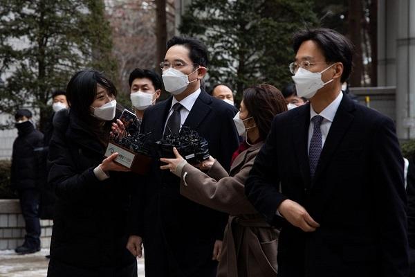 """""""Thái tử"""" Samsung quyết định không kháng cáo bản án 30 tháng tù giam - Ảnh 1"""