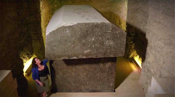 """Cố mở quan tài đá nặng 90 tấn, nhà khoa học ngẩn ngơ vì """"nhân vật"""" bên trong - Ảnh 1"""