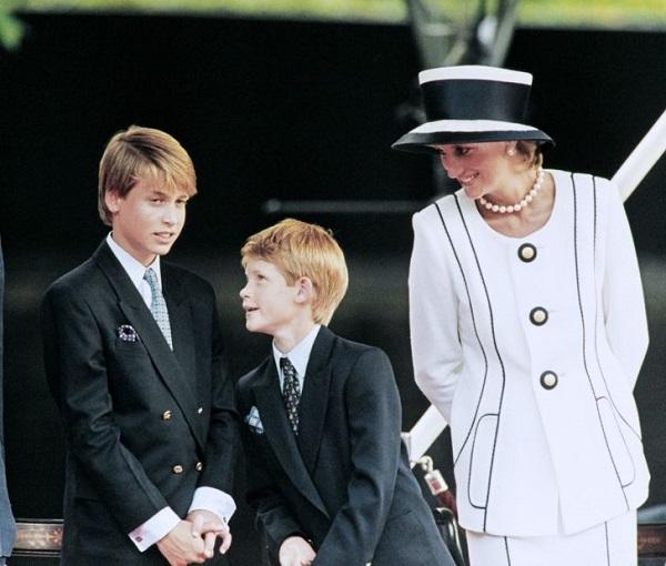 Công nương Diana và những lần phá vỡ quy tắc hoàng gia Anh để nuôi dạy 2 hoàng tử - Ảnh 4