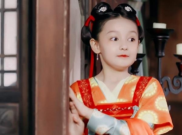 """Điểm mặt 4 """"tiểu mỹ nhân"""" của làng giải trí Hoa ngữ: Xinh xắn hết nấc, tài năng ưu việt - Ảnh 3"""