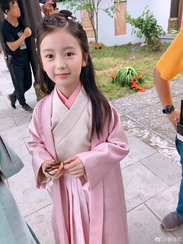 """Điểm mặt 4 """"tiểu mỹ nhân"""" của làng giải trí Hoa ngữ: Xinh xắn hết nấc, tài năng ưu việt - Ảnh 4"""