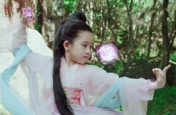 """Điểm mặt 4 """"tiểu mỹ nhân"""" của làng giải trí Hoa ngữ: Xinh xắn hết nấc, tài năng ưu việt - Ảnh 2"""