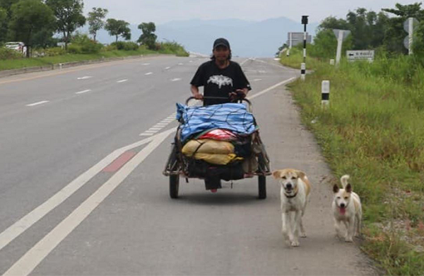 Đi bộ hơn 1500km để hoàn thành tâm nguyện của bạn gái, chàng trai khiến ai nấy cảm động rơi nước mắt - Ảnh 1