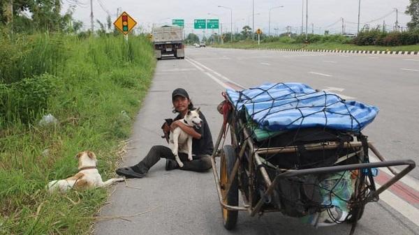 Đi bộ hơn 1500km để hoàn thành tâm nguyện của bạn gái, chàng trai khiến ai nấy cảm động rơi nước mắt - Ảnh 2